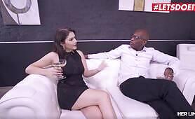 Valentina Nappi deepthroats BBC before getting rough anal fucking